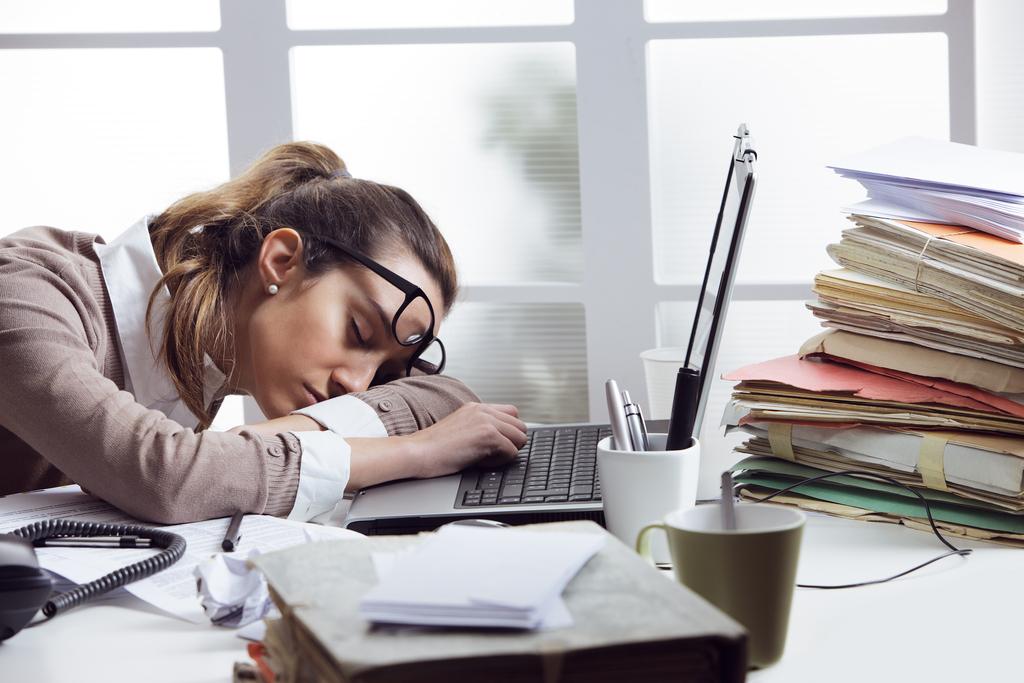 5 moduri în care locul de muncă îți poate afecta starea psihică