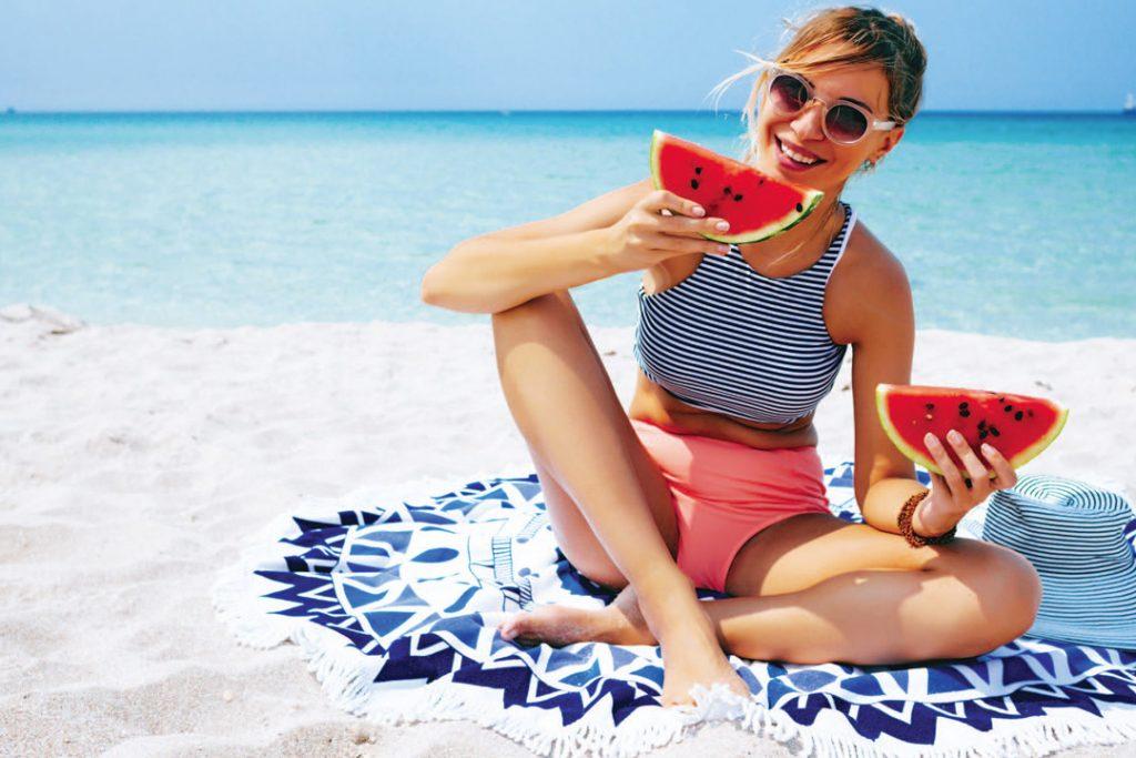Alimente şi băuturi pe care să le eviţi vara pentru a preveni balonarea