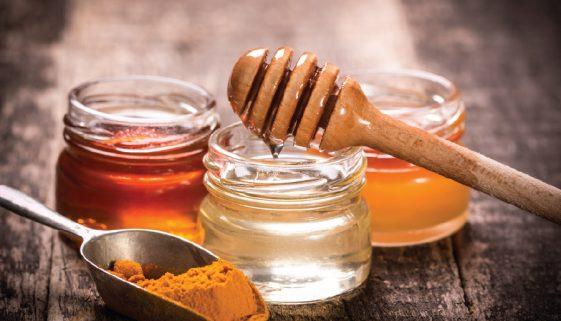 """Turmeric şi miere, supranumit """"cel mai puternic antiobiotic natural"""""""