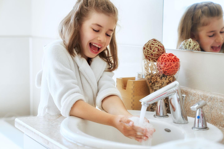 8 moduri în care îți ajuți copiii să aibă un sistem imunitar puternic