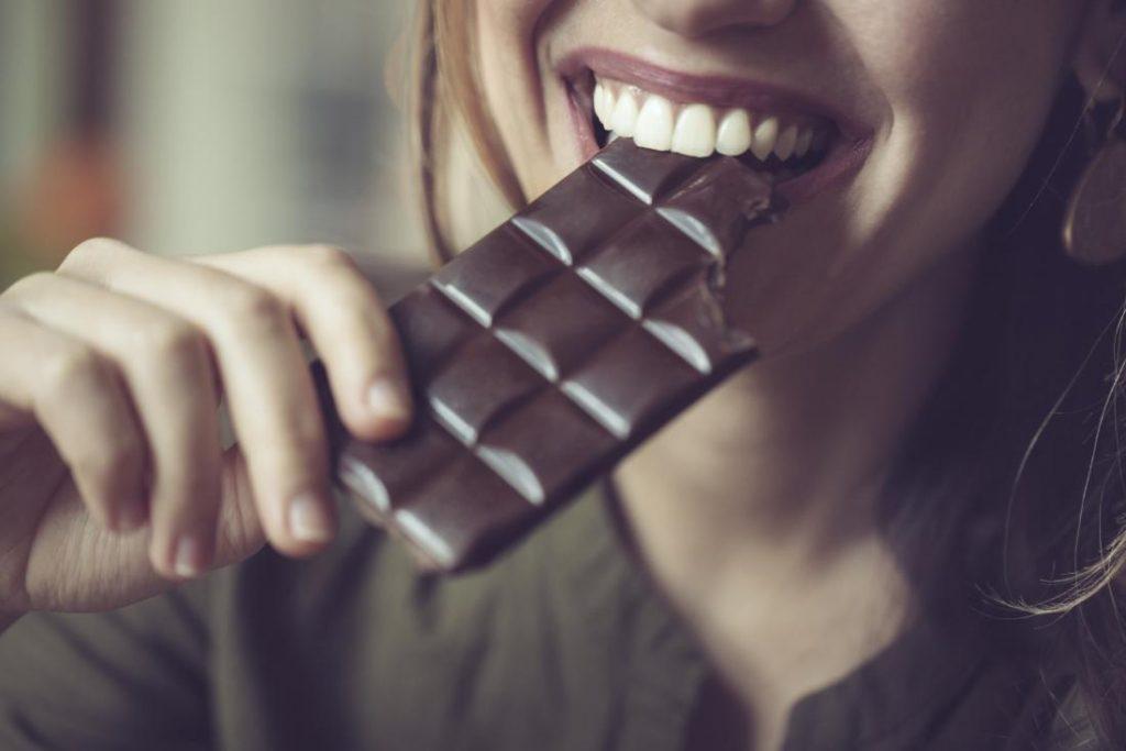 Consumul de ciocolată neagră